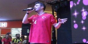 Oğuzhan Koç Mehmetçiği ve Milli Takımı unutmadı