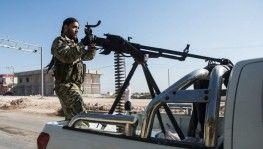 Suriye Milli Ordu askerleri silahlarıyla sınıra gitti