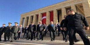 Vali Şahin Ankara'nın başkent oluşunun yıl dönümünde Anıtkabir'i ziyaret etti