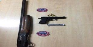 Polis uygulamasında 5 silah yakalandı