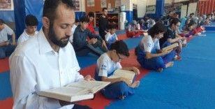 Wushu sporcuları Mehmetçik için Fetih Suresi okudu