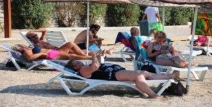 Hava sıcaklığı 30 dereceye çıktı, insanlar sahillere akın etti
