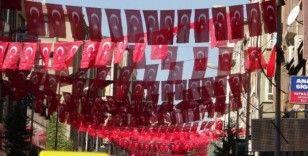 Elazığ Türk bayraklarıyla gelin gibi süslendi