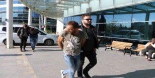 Durdurulan araçtaki uyuşturucu şüphelileri gözaltına alındı
