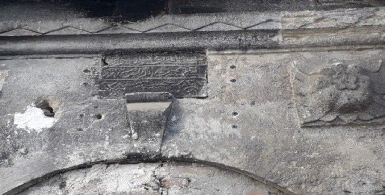 Tarihi hastanenin kapısındaki klima kaldırıldı