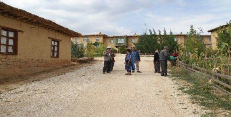Sanatçıların köyüne yeni kerpiç evler geliyor