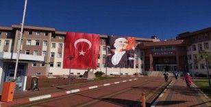 Şehir bayraklarla donatıldı
