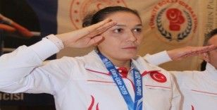 """Elif Güneri: """"Daha çok çalışıp dünyaya İstiklal Marşı'nı dinletmek istiyorum"""""""