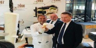 Avustralya Büyükelçisi dondurma kesti