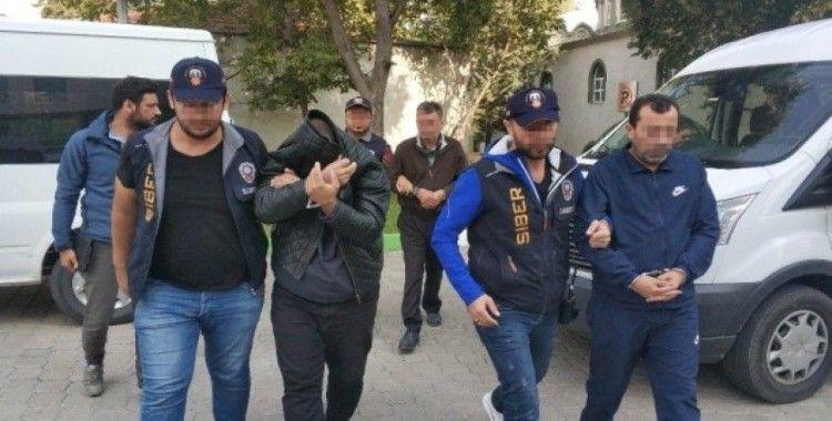 Siber polisini takibiyle kredi kartı kopyalama aparatlarıyla yakalandılar