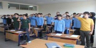 Öğrenciler Mehmetçiğe mektup gönderip, selam durdu