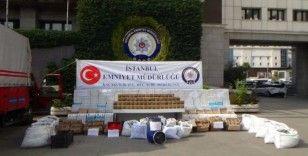 İstanbul'da düzenlenen operasyonda binlerce paket yasaklı ilaç ele geçirildi