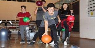 (Özel haber) Hayalleri gerçek oldu, hayatlarında ilk defa bowling oynadılar