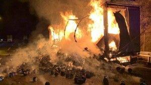 Tekstil malzemesi yüklü tır alev alev yandı