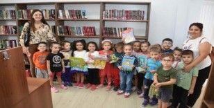 Aliağalı minik öğrencilerin kütüphane heyecanı
