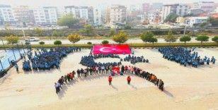Dev Türk bayrağı açıp Mehmetçiğe destek verdiler