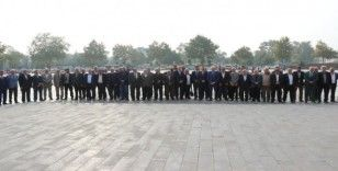 Muhtarlar Derneği Federasyon Başkanı Erdem, Atatürk anıtına çelenk koydu