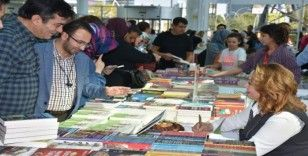 Rektör Prof. Dr. Aysun Bay Karabulut 3'ncü kitabını imzaladı