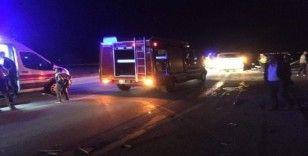 Otomobil ile minibüs çarpıştı: 2 ölü, 11 yaralı