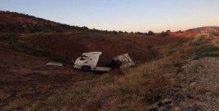 Ankara'da tır şarampole yuvarlandı: 1 yaralı