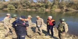 AFAD 1. derece askeri yasak bölgede 60 şişme bot topladı ve imha etti