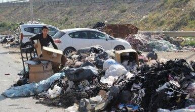 İzmir'in göbeğinde çöp dağları