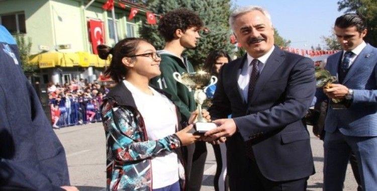 Isparta'da Cumhuriyet Kupası'nda derece alan okullar ödüllendirildi