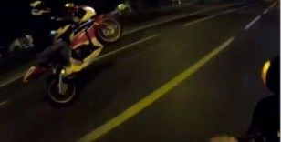"""(Özel) İstanbul'da motosikletli magandanın """"tek teker"""" ve """"makas"""" terörü kamerada"""
