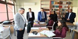 Başkan Çınar, sınava hazırlanan gençleri ziyaret etti