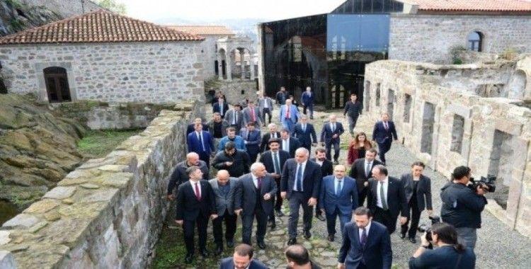 """Kültür ve Turizm Bakanı Ersoy: """"Ne gerekiyorsa yapacaksınız; bahane uydurmayın"""""""