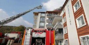 İzmit'te yalıtım çalışması yapılan evin çatısında yangın çıktı