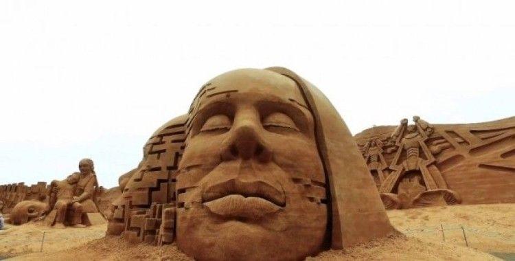 Danimarka'da kum heykellerden dev duvar yapıldı