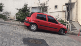 """İstanbul'da """"örümcek"""" hırsız ev sahibine yakalanınca camdan atladı"""