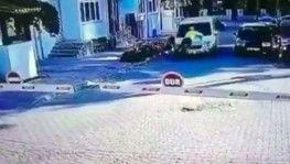 Polis aracın kaportasında böyle sürüklendi