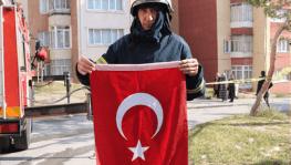 Yangında aklına ilk gelen Türk bayrağı oldu