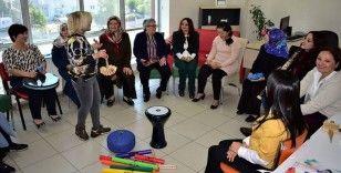 Engelli annelerine müzikle terapi