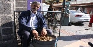 Diyarbakır sokaklarında 'kestane kebap' tezgahlardaki yerini aldı