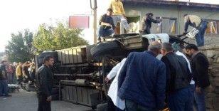 Uşak'ta işçileri taşıyan servis aracı devrildi: 10'nun üzerinde yaralı