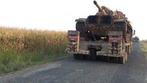 Türk ve Rus askerleri devriye için sınırda