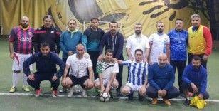 Edremit Belediyesi yöneticileri ve gazeteciler arasında dostluk maçı