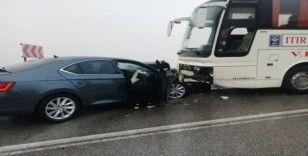Otobüs ile otomobil çarpıştı 2 kişi yaralandı