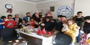 Hakkari'de özel gereksinimli çocuklara kırtasiye yardımı