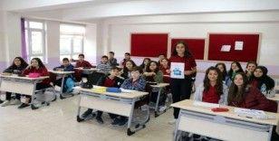 Öğrenciden engelliler için mavi kapak kampanyası