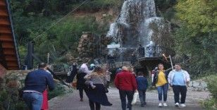 (Özel) Doğal güzellikleri ile bilinen Maşukiye, sonbaharda tatilcilerin ilgi odağı oldu