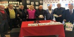 """Gazeteci Yavuz Donat'ın """"Off The Record"""" kitabı imza gününde sevenleriyle buluştu"""