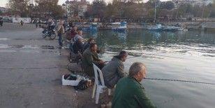 Akçakoca sahili olta balıkçılarının gözde mekanı haline geldi