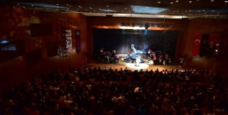 'Bir Delinin Hatıra Defteri' Anadolu Üniversitesi Uluslararası Tiyatro Festivali'nde