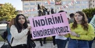 """Öğrenciler """"Yetersiz Bakiye Burdur"""" topluluğu kurup ulaşım ücretlerini protesto etti"""