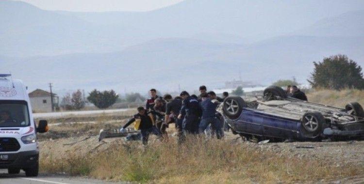 Afyonkarahisar'da feci kaza: 3'ü ağır 5 yaralı