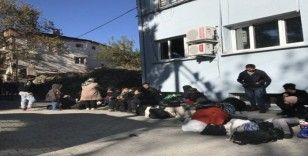 Minibüste 46 mülteci yakalandı